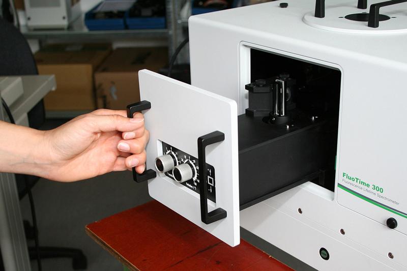 New sample chamber design for the FluoTime 300 spectrometer